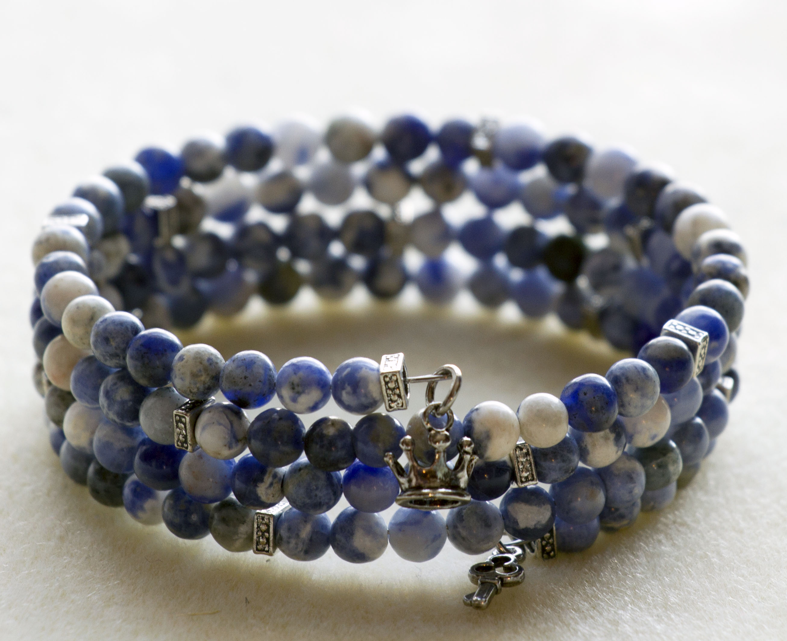 Tutorial for memory wire bracelets http www lifeatthecottage com