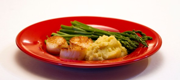 Pan Fried Scallops, Gingered Mashed Sweet Potatoes, Steamed Asparagus www.lifeatthecottage.com