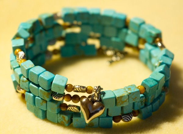 A memory wire bracelet tutorial. www.lifeatthecottage.com