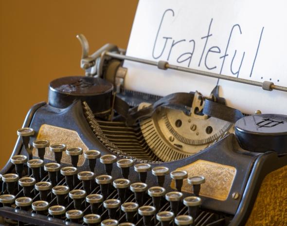 Antique Typewriter www.lifeatthecottage.com