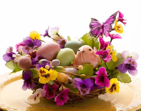 A Spring/Easter Arrangement www.lifeatthecottage.com